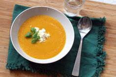 Gulrotsuppe med linser - Cecilies mat Frisk, Thai Red Curry, Ramen, Ethnic Recipes, Food, Cilantro, Essen, Meals, Yemek