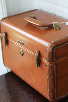 Old Cosmetic Suitcase Jewellery Box Old Vintage Decoration Bag True Vintage Antiques Furniture