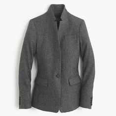 Feminine and fitted, our best-selling Regent blazer is sharp and sleek with clean lines, a popped collar and a slightly longer length. It instantly pulls together any outfit and is the perfect layer for those chilly-but-not-quite-cold mornings.