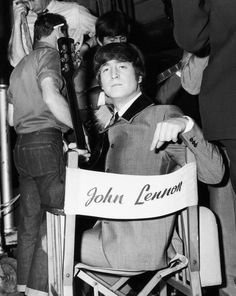 John Lennon backstage at the Scala Theatre during the filming of A Hard Day's Night, Scan from Beatles Book Monthly No. Beatles Books, Beatles Photos, Liverpool, Yoko Ono, John Lennon Beatles, The Beatles, Jhon Lennon, Beatles Band, Ringo Starr