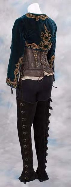 Love the half jacket!  Kate Beckinsale period costume from Van Helsing - Prop Archives.