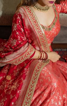 Make Your Bridal Outfit Extraordinary with These Heavy Embroidered Dupattas - SetMyWed Pakistani Dresses Casual, Indian Gowns Dresses, Indian Fashion Dresses, Pakistani Dress Design, Indian Designer Outfits, Indian Bridal Outfits, Indian Bridal Fashion, Designer Bridal Lehenga, Bridal Dupatta