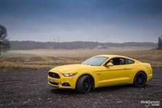 Autotoimittaja Miika sai koeajettavakseen keltaisen 5.0 V8 moottorilla varustetun Ford Mustang GT:n. Tämä poniauto oli kyllä melkoinen kokemus.