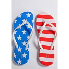 Forever21 American Print Flip Flops (25 HRK) ❤ liked on Polyvore featuring shoes, sandals, flip flops, forever 21 shoes, forever 21 flip flops, platform sandals, forever 21 and american footwear