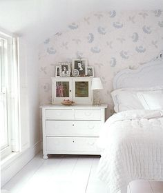 attic room: love it because it's white