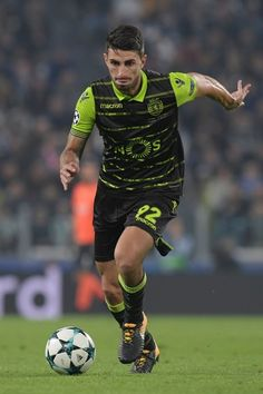 Sporting's defender Cristiano Piccini controls the ball during the UEFA Champions League Group D football match Juventus vs Sporting CP at the Juventus stadium on October 2017 in Turin. / AFP PHOTO / Miguel MEDINA - 141 of 204 Juventus Stadium, Uefa Champions League Groups, We Are The Champions, Vs Sport, Football Match, Turin, Squad, October, Running