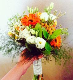 Ramo de novia silvestre/ wild Bridal bouquet  #sitgeswedding #wedding #floral #floweshop #flowershopsitges #flowerarrangement #sitges #bodasitges #arreglosflorales #flores #flors #decor #casaments #bodas #flowers #weddingdetails #bride #bridalbouquet #sitgesbodas #ramodenovia