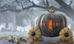 Cinderella Pumpkin Carriage - with instructions on how to make! Over the top adorable princess pumpkin carriage for your perfect halloween party or haunted home! The pumpkin mice make the finishing touches! Fröhliches Halloween, Holidays Halloween, Halloween Pumpkins, Halloween Decorations, Halloween Clothes, Victorian Halloween, Halloween Painting, Halloween Costumes, Helloween Party