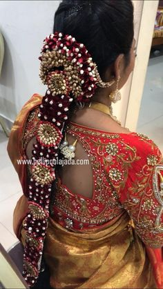 Order Fresh flower poolajada, bridal accessories from our local branches present over SouthIndia, Mumbai, Delhi, Singapore and USA. South Indian Wedding Hairstyles, South Indian Bride Hairstyle, Indian Hairstyles, Flower Garland Wedding, Wedding Garlands, Flower Garlands, Saree Hairstyles, Bride Hairstyles, Hair Designs