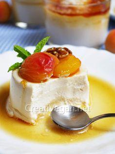 Vegan Mascarpone with apricots and sweet wine sauce Vegan Snacks, Healthy Desserts, Vegan Treats, Vegan Vegetarian, Vegetarian Recipes, Sweet Wine, Salsa Dulce, Vegan Cheese, Vegan Baking