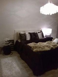 Elegant bedroom, black, white and brown, black bedspread, white wallpaper Black Bedspread, White Wallpaper, Bed Spreads, Home Furnishings, Bedroom Black, Elegant, Brown, Black White, Furniture