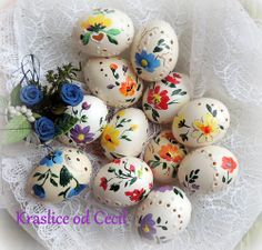 Kraslice Types Of Eggs, Egg Art, Stone Art, Diy Projects To Try, Happy Easter, Easter Eggs, Folk Art, Arts And Crafts, Carving