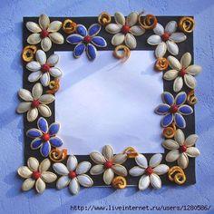 Forum di greenME.it :: Discussione: Cornice decorata con semi di zucca, bacche e bucce d'arancia (1/1)