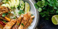 Chicken fajita cauliflower rice bowls the times weekly commu Beef Fajita Recipe, Chicken Fajita Bowl, Fajita Bowls, Chicken Fajitas, Chicken Wraps, Paleo Recipes, Healthy Dinner Recipes, Healthy Meals, Banting Recipes
