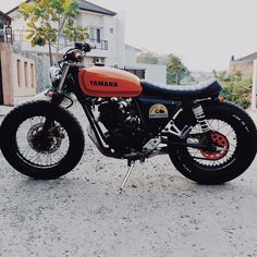 #Yamaha #scorpio225 from @thrx07 . ---------------------- Tag #caferacerporn @caferacerporn or email your cafe racer related photos to caferacerporn@gmail.com Apparel available at www.Motochopshop.net . #caferacers #supporttheindependents #tonup #builtnotbought #caferacer #motorcycles by caferacerporn