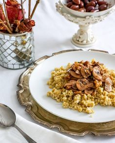Today's blog post is a simple yet nourishing and flavourful recipe  perfect for the cold season: freekeh with sautéed mushrooms and walnuts. Link is in my bio. @freekehfoods #freekeh #@thefeedfeed.vegan #thefeedfeed #blogpost #vegan #vegansofinstagram #veganfoodshare #veganfoodlovers #fabfood #yummy #delicious #healthy #eatclean #fitness #fit #foodphotography #foodstagram #foodstyling #foodporn #foodie #foodblogger #bloggerlife #igersmontreal #igerscanada #foodig #mtl #photooftheday by…
