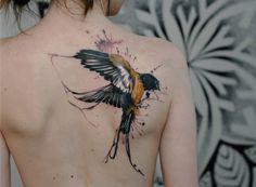 tatouage oiseau corbeau-omoplate