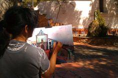 Pintora pinta la capillita de la Mare de Déu de Gràcia de Vila-real.