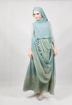 Tamalao Dress: Our latest model for Minang Heritage Tamalao Dress can be worn in multiple ways, a chic look to have it as a simple dress or you could wear in syari look by using the flowing scarf as hijab.Panjang produk : 145 cmLebar bahu  : 12 cmPanjang tangan :