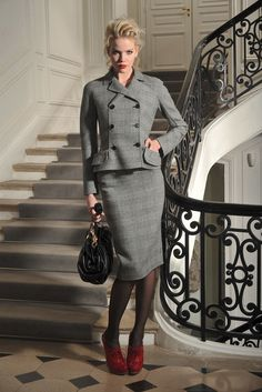 Christian dior pre-fall 2009 collection, runway looks, beauty, models, and Fashion For Petite Women, Womens Fashion Casual Summer, Office Fashion Women, Christian Dior, Suits For Women, Clothes For Women, Work Clothes, Grunge, Classic Style Women