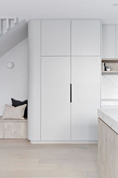 Home Decor Habitacion 5 Tips to Creating a Scandi Style home Zephyr + Stone Scandi Chic, Scandi Home, Scandi Style, Scandinavian Kitchen, Engineered Timber Flooring, Kitchen Colour Schemes, Kitchen Nook, Kitchen Grey, Butler Pantry