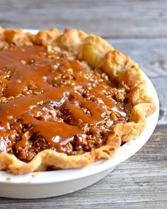 Caramel Apple Pie - Desserts to try - Torten Carmel Apple Pie Recipe, Apple Pie Recipe Easy, Easy Pie Recipes, Apple Pie Recipes, Apple Desserts, Köstliche Desserts, Dessert Recipes, Green Apple Pie Recipe, Green Apple Recipes