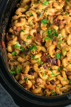 This Slow Cooker Vegetarian Chili Mac Recipe is made all in the crockpot (even the noodles! A super easy vegetarian crockpot recipe to feed a crowd. Crockpot Potluck, Healthy Crockpot Recipes, Slow Cooker Recipes, Crockpot Meals, Crockpot Dishes, Potluck Dishes, Potluck Recipes, Potluck Ideas, Dinner Recipes