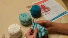 Learn The Helix Stripe Knitting TechniqueKelley shares how to knit straight stripes with no ends to weave in using the Helix Stripe knitting technique. Knitting Stitches, Knitting Socks, Knitted Hats, Knitting Patterns, Knit Socks, Knitting Ideas, Knit In The Round, Weaving Techniques, Yarn Crafts