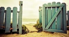 picket fences, beaches, the ocean, front yard, beach hous, door, sea, backyard, gate