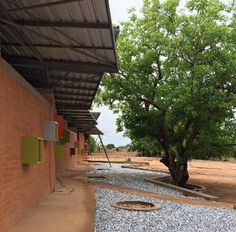 Diébédo Francis Kéré: Centro médico en Léo (Burkina Faso) - Arquitectura Viva · Revistas de Arquitectura