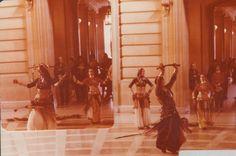 """1ª foto, Carolena dançando com espada. """"San Francisco Classical Dance Company"""" dancing in City Hall — com Masha Archer no centro, com a espada, logo atrás, Carolena Nericcio. Larissa Archer's Facebook album."""