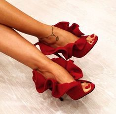 Image discovered by ᗰIᔕᔕ ᐯ❥GᑌE. Find images and videos about shoes, amazing and red on We Heart It - the app to get lost in what you love. Dream Shoes, Crazy Shoes, Me Too Shoes, Pretty Shoes, Beautiful Shoes, Zapatos Shoes, Shoes Heels, Red Heels, Mode Shoes