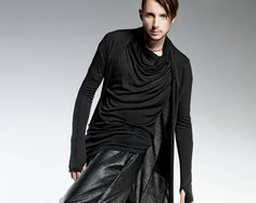 ITEM DETAILS: COLONEL Sleeveless shirt with a spectacular overcoat at the front and an elongated back. The model is made of Italian cotton. The asymmetrical shirt design allows for it to be easily combined with slim pants. Men's Kimono Cardigan, Mens Kimono Shirt, Male Kimono, Black Kimono, Kimono Top, Black Cardigan, Blouse, Steampunk Clothing, Gothic Clothing