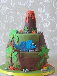 Torta Dinosauri | http://blog.giallozafferano.it/crociedeliziedioriana/2015/10/torta-dinosauri.html