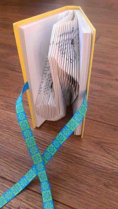 Book folding Pattern: MUSICAL NOTE design by TheFoldedBookCompany
