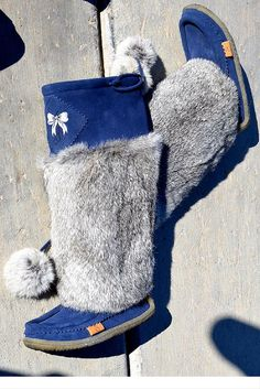 The most comfortable boots made of rabbit fur and suede with a crepe sole to keep you warm and comfortable.