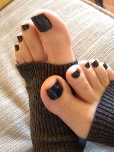 Attractive Black Gel Toe Nail Art Designs to Look Hot-Attractive Black Gel Toe Nail Art Designs to Look Hot Gel Toe Nails, Black Toe Nails, Pretty Toe Nails, Gel Toes, Feet Nails, Pretty Toes, Toe Nail Art, White Toenails, Pretty Pedicures