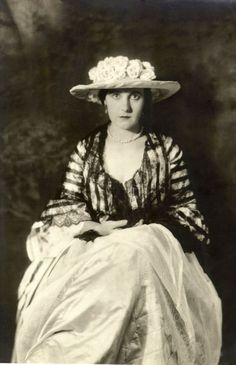 Alta King performed in the Ziegfeld Follies of 1920 and Ziegfeld's musical Sally(1920-1922). According to the theatre programs, she also performed in the Ziegfeld Follies of 1919, the Ziegfeld Nine O'Clock Revue of March 8, 1920 (aka Ziegfeld Girls of 1920), the Ziegfeld Nine O'Clock & Midnight Frolics of 1920 (May 31 edition), and the Ziegfeld Midnight Frolic of 1921 (April 11 edition). She also performed as Starlight in the Midnight Frolic of October 1920
