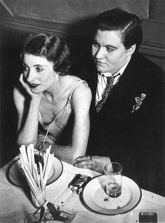 Coppia di lesbiche a Le Monocle, Parigi 1932. Foto di Georges Brassai.
