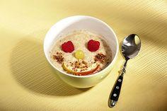 Besser lernen nach dem Powerfrühstück. Ein Hirse-Buchweizen-Brei kann die gesunde Frühstücksalternative zu Zucker-Crunchy-Müsli sein. Foto: djd/Jentschura International