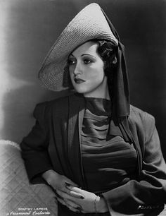 Dorothy Lamour, hat in 1940s