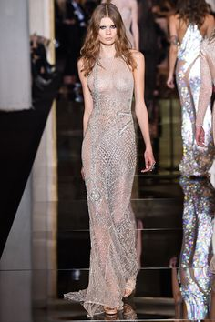 Atelier Versace - Haute Couture Spring Summer 2015 - Shows - Vogue. Atelier Versace, Versace 2015, Donatella Versace, Gianni Versace, Couture Looks, Haute Couture Style, Spring Couture, Couture Week, Fashion Week