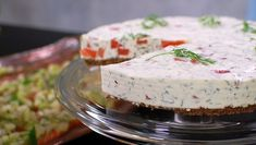 «Ostekake» med gravet laks, kremost, dill og pepperrot Fun Cooking, Cooking Recipes, Cheesecake, Fish Dinner, Swedish Recipes, Christmas Sweets, Christmas Recipes, Ceviche, Halloumi