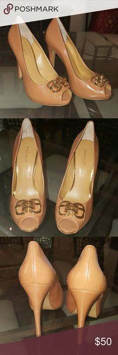 """Gorgeous new camel/gold heels These like new camel and gold NINE WEST heels are stunning. With a suit or a pair of jeans these shoes will not take a backseat with any outfit. Full leather upper these shoes have no indication of wear at all. They are magnificent. 5"""" heel and pristine heel and tap Nine West Shoes Heels"""
