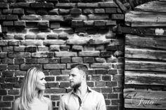 Kaip pasiruošti vestuvių fotosesijai? Jūs nežinote, kas Jūsų laukia - kelios valandos kankinančių pozavimų arba malonumas, nevaržomas judesiai, puiki kompanija ir puikios nuotraukos? Stengiamės visada padaryti priešvestuvinę Love Story, tarsi mažą repeticiją, kad Jūs suprastumėt, kad fotografo neverta bijoti, kad pozavimas gali būti linksmu ir maloniu užsiėmimų, kad laikas, praleistas su šaunia komanda - nepraėjo veltui 😊Jei tik turite galimybę pasidaryti bandomąją Love Story fotosesiją…
