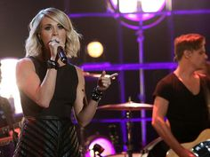 """The country music star belted out her latest hit, """"Dirty Laundry""""! Check it out!"""