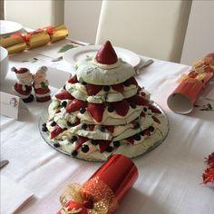 Christmas tree pavlova Pavlova, Christmas Recipes, Christmas Tree, Cake, Desserts, Food, Pie Cake, Pastel, Postres