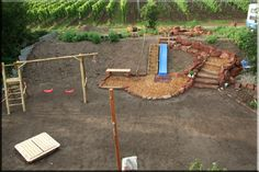 Ein Kinderspielplatz im Garten