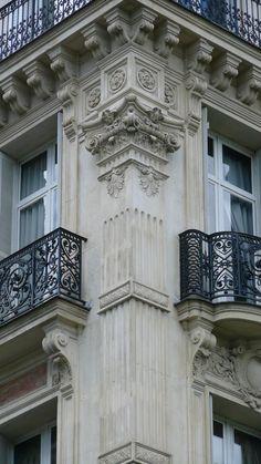 détail de la façade d'un immeuble avenue Foch -
