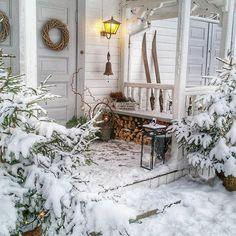 dager til Julaften dager til den første Adventshelgen days until Christmas _________________________________________… Simple Christmas, Winter Christmas, Christmas Time, Winter Snow, Christmas Porch, Cozy Winter, Outdoor Christmas, Christmas Ideas, Christmas Tree Decorations